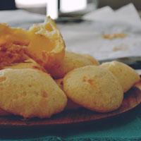 pao de queijo, queso, pan