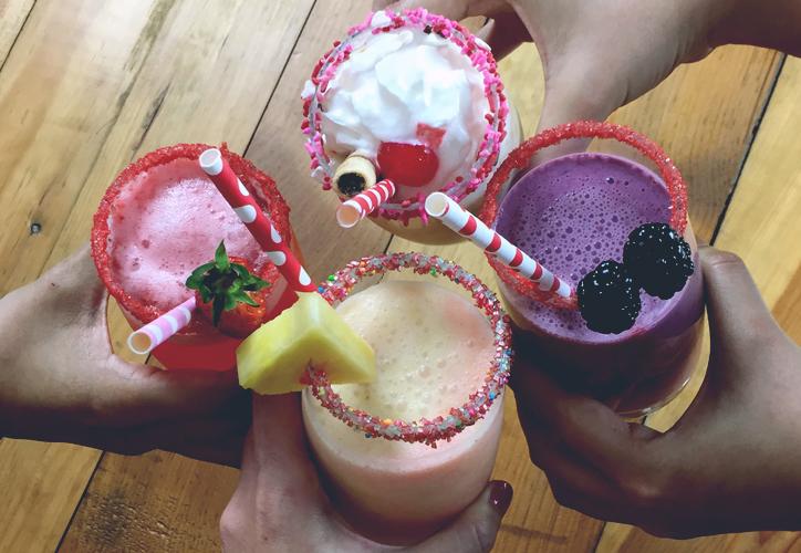licuados, fruta, moras, piña, coco, fresas, helado