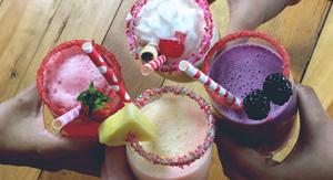 licuados, bebidas, fruta, fresas, piña, moras, queso