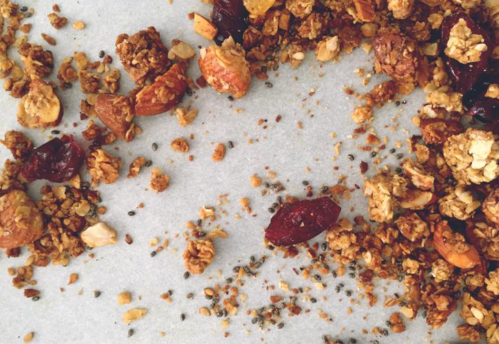 granola, avena, pasas, frutos, nueces, almendras, desayuno