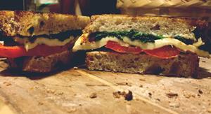 sandwich, vegetariano, chile pimiento, queso panela, espinaca, pan